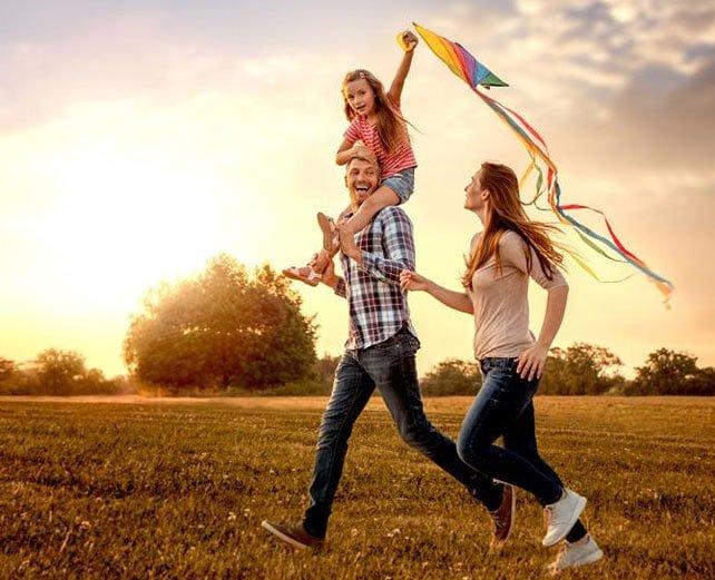 Família feliz em imóvel na flórida